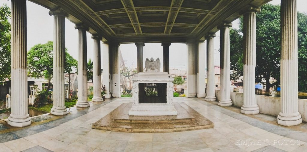 Dona Pepang CemenTOURyo Cebu Cemeteries Tour